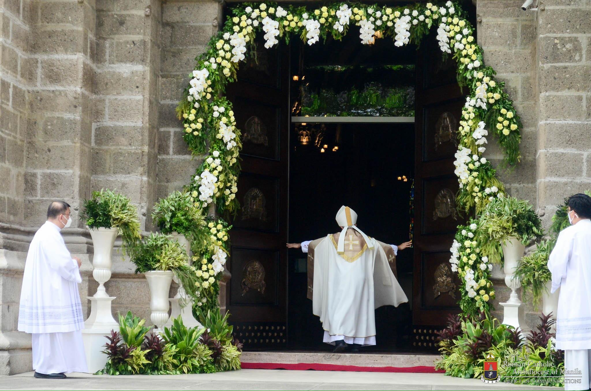Bishop Pabillo begins opening of Jubilee Doors in the Archdiocese of Manila