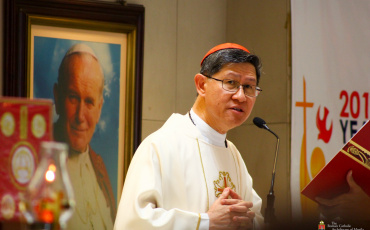 Cardinal Tagle turns emotional as he remembers migrant roots